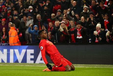 Coutinho dinh chan thuong kinh hoang khi Liverpool ha Sunderland 2-0 - Anh 4