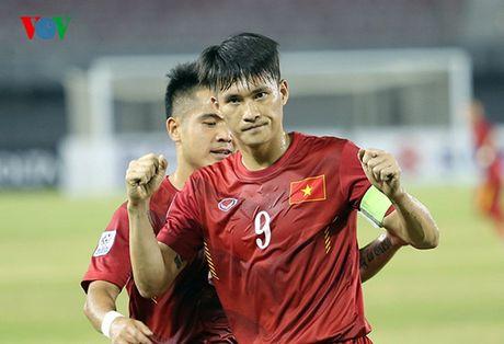 Chum anh: Cong Vinh ruc sang, 10 nguoi DT Viet Nam 'vuot ai' Campuchia - Anh 7