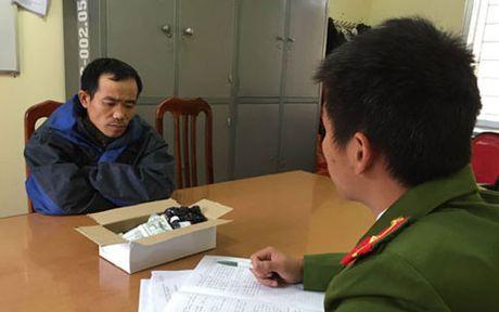 Lang Son: Bat doi tuong van chuyen thuoc bao ve thuc vat nhap lau - Anh 1