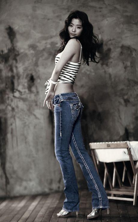 Huyen thoai bien xanh: 5 dieu it biet ve 'my nhan ngu' Jun Ji Hyun - Anh 3