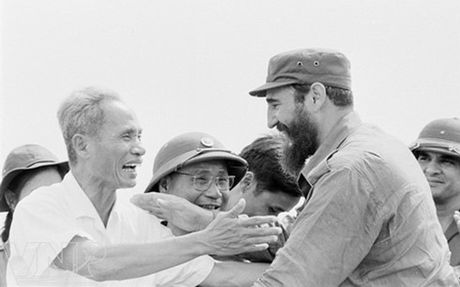Nho Fidel Castro va khau hieu bat hu 'Chung ta song vi To quoc' - Anh 1