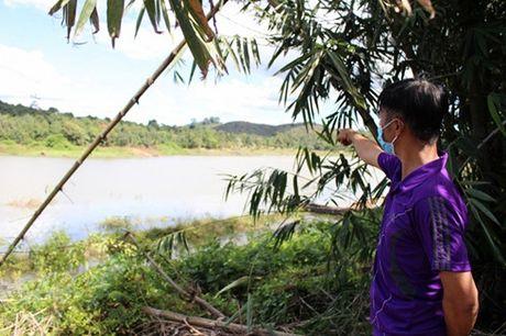 Lat xuong 4 nguoi chet o Binh Phuoc: Tang thuong phu khap xom ngheo - Anh 2
