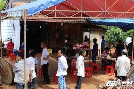 Lat xuong 4 nguoi chet o Binh Phuoc: Tang thuong phu khap xom ngheo - Anh 3