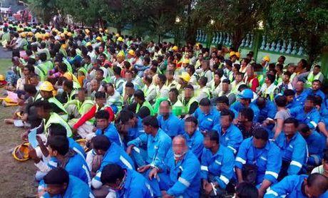 Gan 1.000 lao dong nuoc ngoai bat hop phap bi bat tai Malaysia - Anh 1