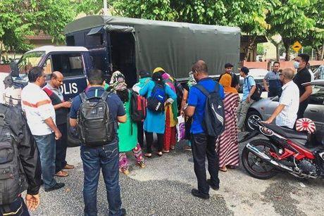 Malaysia giai cuu 35 phu nu nuoc ngoai trong duong day ban dam - Anh 1