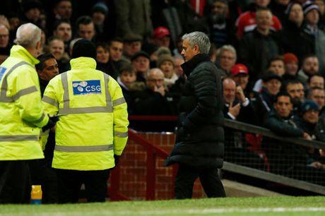 Clip M.U de West Ham cam hoa trong ngay Mourinho bi duoi - Anh 2