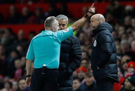 DIEM TIN SANG (28.11): HLV Mourinho bi cam chi dao 6 tran - Anh 3