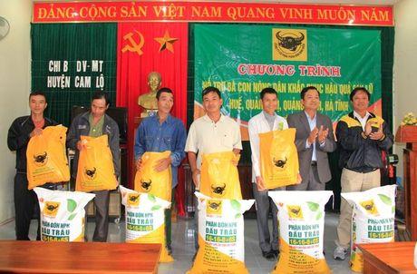 Quang Tri: Nguoi dan vung lu phan khoi nhan qua tu Cong ty phan bon Binh Dien - Anh 1