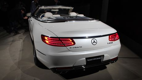 Mercedes 'tuyen chon' khach hang mua Maybach S650 Cabriolet - Anh 2