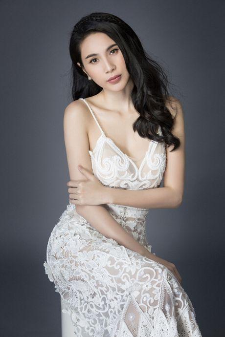 Thuy Tien mac sexy dien boc lua khien Cong Vinh rao ruc o xu nguoi - Anh 1