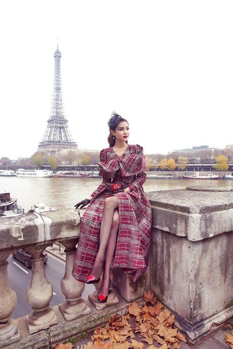 Ngoc Duyen khoe chan thang tap giua Paris - Anh 1