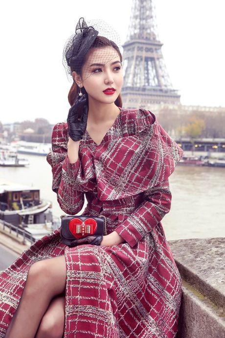 Ngoc Duyen khoe chan thang tap giua Paris - Anh 2
