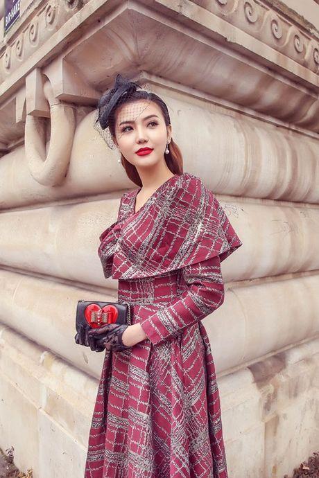 Ngoc Duyen khoe chan thang tap giua Paris - Anh 5
