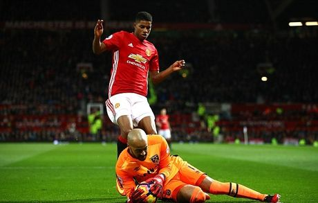 Mourinho lai len khan dai ngoi nhin Manchester United danh roi 2 diem - Anh 13