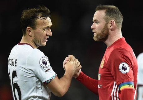 Mourinho lai len khan dai ngoi nhin Manchester United danh roi 2 diem - Anh 14