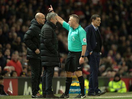 Mourinho lai len khan dai ngoi nhin Manchester United danh roi 2 diem - Anh 9