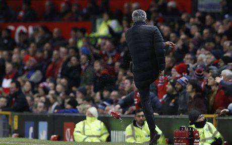 Soc voi an phat cuc nang danh cho Jose Mourinho - Anh 1