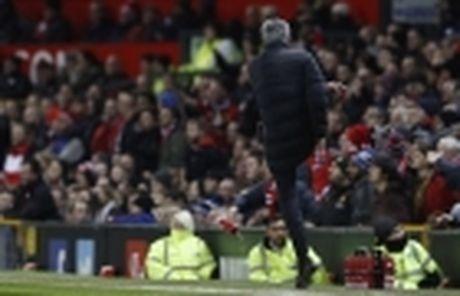 Soc voi an phat cuc nang danh cho Jose Mourinho - Anh 4