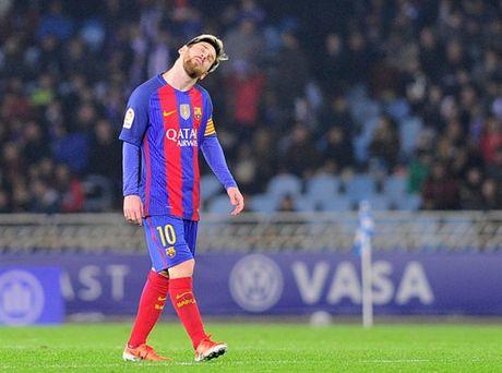 Messi ghi ban nhung van khong 'cuu' duoc Barcelona - Anh 10