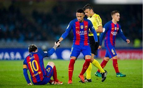 Messi ghi ban nhung van khong 'cuu' duoc Barcelona - Anh 5