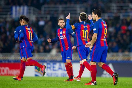 Messi ghi ban nhung van khong 'cuu' duoc Barcelona - Anh 7