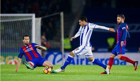 Messi ghi ban nhung van khong 'cuu' duoc Barcelona - Anh 9