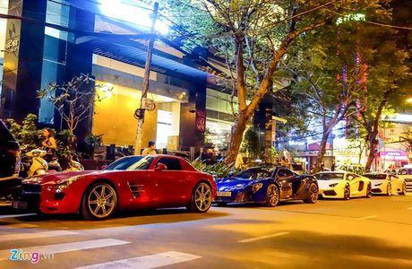 Minh Nhua lai sieu xe McLaren 650S 'nao loan' Sai Gon - Anh 2