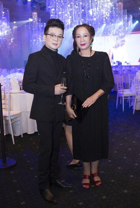 Vu Ha hanh phuc ben vo hon 8 tuoi the nao? - Anh 1