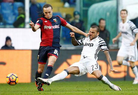 Juventus thua soc, AC Milan tro lai duong dua - Anh 1