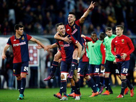 Juventus thua soc, AC Milan tro lai duong dua - Anh 3
