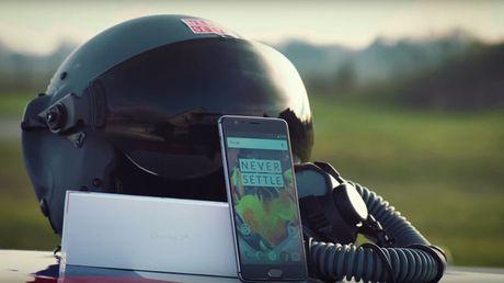 "Doc dao man ""dap hop"" OnePlus 3T tren... may bay phan luc - Anh 1"