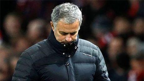 Mourinho lai gap rac roi - Anh 1