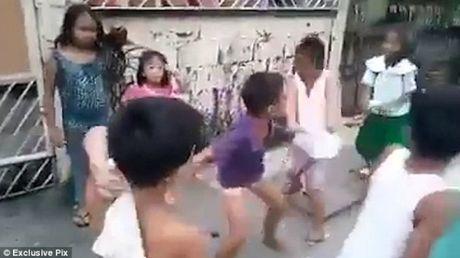Tro oan tu ti phien ban bao luc cua tre em Thai Lan - Anh 1