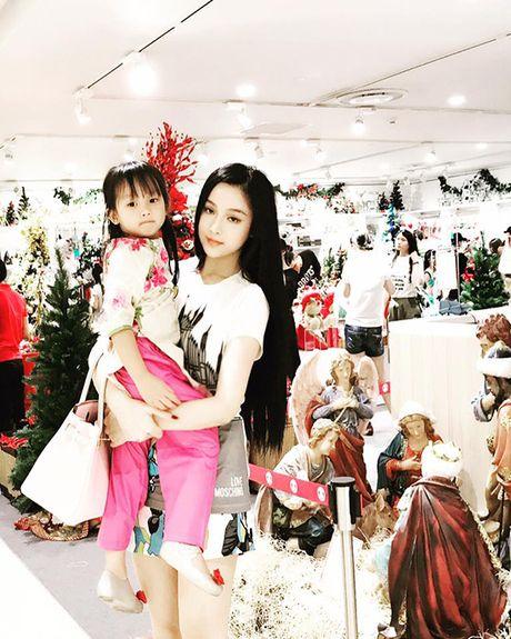 Sao Viet 28/11: Ha Tang kien quyet giau bung, Lilly Nguyen lo dui 'vi dai' - Anh 9