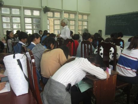 Di hoc o Viet Nam, nghich ly cang hoc cao cang nhan va ranh viec - Anh 1