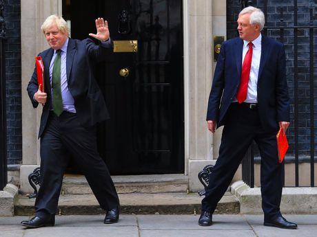 Cac quan chuc EU that vong tran tre ve thu linh Brexit cua Anh - Anh 1