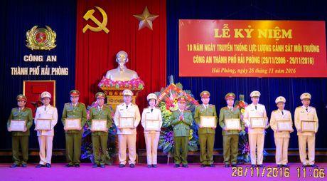 Canh sat moi truong Hai Phong duoc Thu tuong tang bang khen - Anh 1