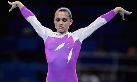 Dien xiec: Roi tu do 5m, huyen thoai Olympic gap nan - Anh 1