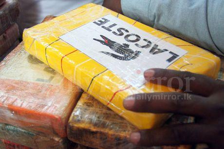 200 kg cocaine doi lot duong nhap khau - Anh 1