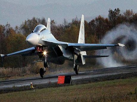 Iran dam phan mua may bay chien dau Su-30 cua Nga - Anh 1