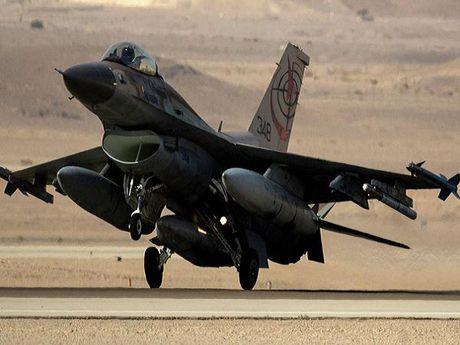 Khong quan Israel tan cong muc tieu cua IS tai mien nam Syria - Anh 1