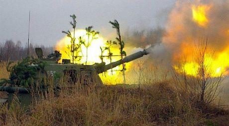 Ukraine bi to phao kich hon 1.600 lan vao Donetsk trong 24 gio - Anh 1