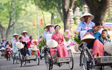 Tour 'Ao dai Ha Noi': Net dac sac cua du lich Thu do - Anh 1
