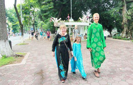 Tour 'Ao dai Ha Noi': Net dac sac cua du lich Thu do - Anh 2