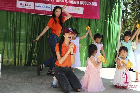 Hoa hau Hoan vu Viet Nam cuoi may cay di lam tu thien - Anh 10