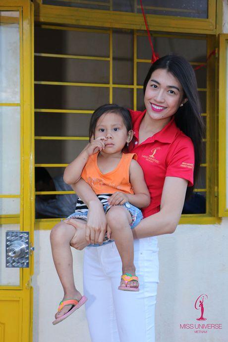 Hoa hau Hoan vu Viet Nam cuoi may cay di lam tu thien - Anh 5