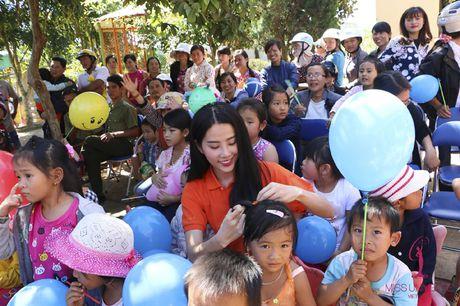 Hoa hau Hoan vu Viet Nam cuoi may cay di lam tu thien - Anh 8