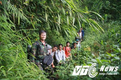 Hanh trinh di tim vo chong 'nguoi rung' dung 'lo cot' song tren may xanh - Anh 1