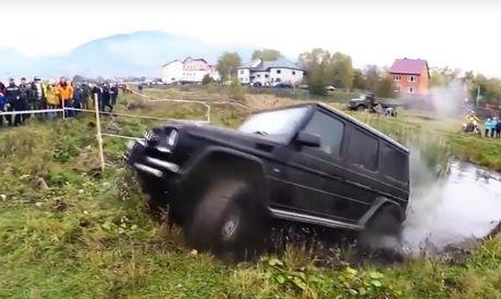 'Vua dia hinh' Mercedes-Benz G63 AMG khoe tai off-road - Anh 1