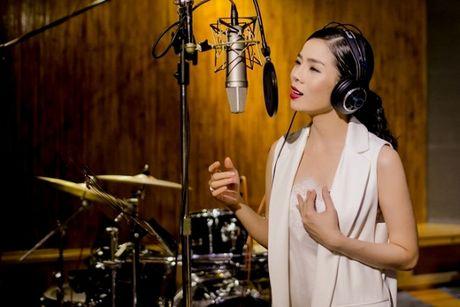 Day co phai la cach Le Quyen thanh cong voi cac 'sieu pham album': Thu am luc nua dem! - Anh 1